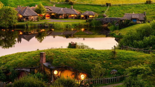 Hobbiton Movie Set & Waitomo Caves Tour
