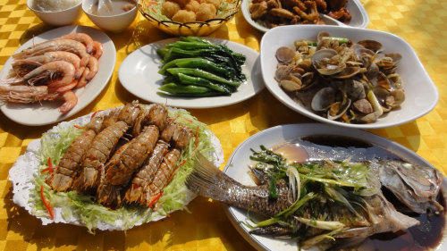 Cheung Chau Island Tour with Seafood Dinner