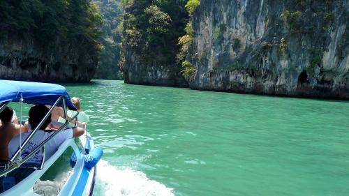 Excursion to Hong Islands via Speedboat by Tour East Thailand