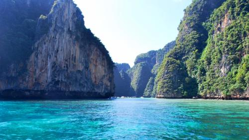 Phi Phi Islands Excursion by Speedboat by Tour East Thailand