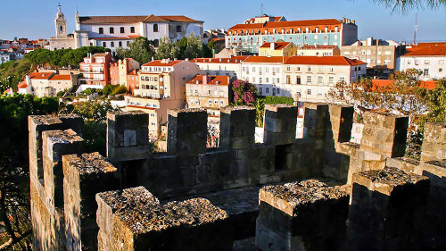 Small-Group Alfama & Castle Hill Tour with Authentic Portuguese Dinner