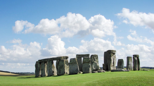 Windsor, Bath & Stonehenge Tour with Roman Baths by Golden Tours
