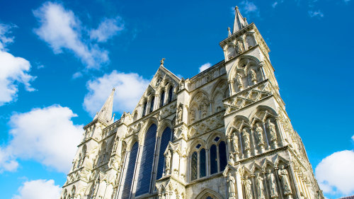 Bath, Stonehenge & Salisbury Cathedral Full-Day Tour by Golden Tours