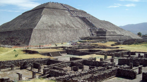 Guadalupe Shrine & Teotihuacan Pyramids Tour by Gray Line Mexico City