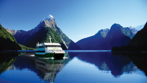 Milford Sound Full-Day Tour by Gray Line