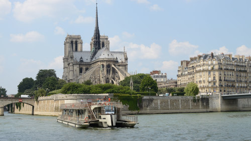 River Seine Sightseeing Cruise by Bateaux Parisiens
