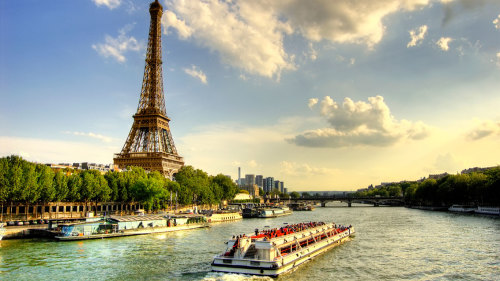 Skip-the-Line: Eiffel Tower Tour with Seine River Cruise