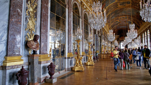 Palace of Versailles & Museum Tour by Miki Tourist
