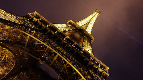 Skip the Line: VIP Eiffel Tower Tour & Twilight Seine Cruise with Champagne