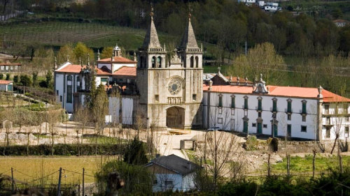 Vinho Verde Cellars & Wine Tasting Tour