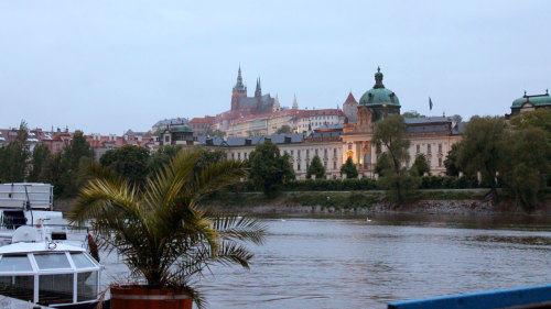 Small-Group Night Stroll & Vltava River Cruise with Drinks