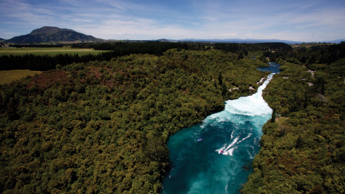 2-Day Waitomo, Rotorua & Lake Taupo Tour by Gray Line