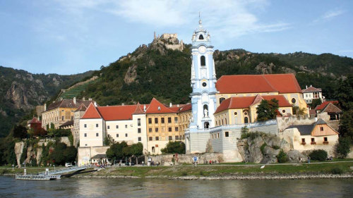 Small-Group Wachau Valley Tour & Winetasting
