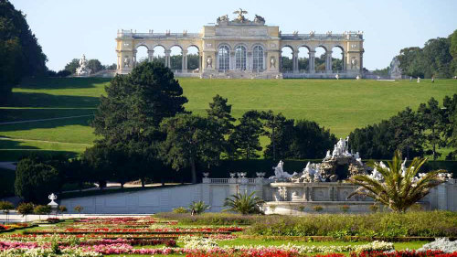 Private Schönbrunn Palace & Gardens Tour with Transportation
